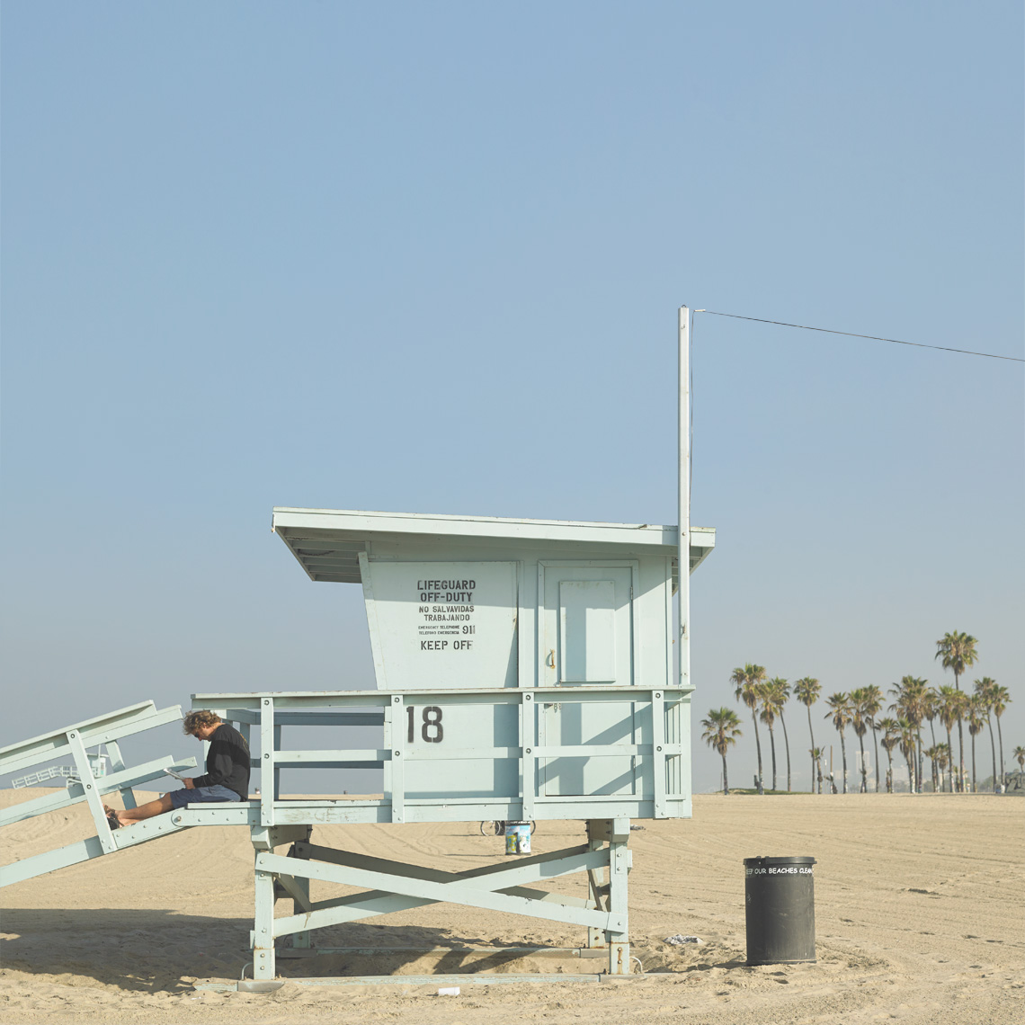 Santa Monica beach lifeguard tower empty beach locations Lindsay Siu Photographer Commercial Editorial Advertising Fine Art photograpy