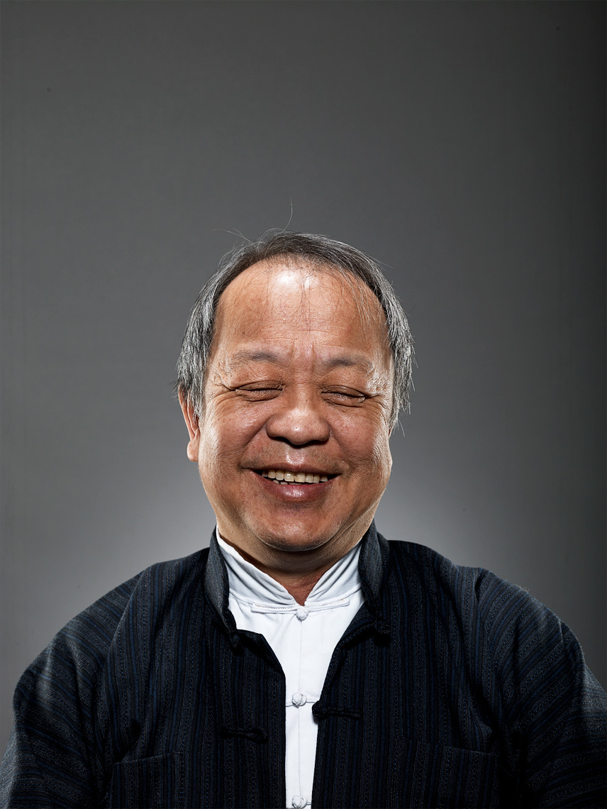 Lindsay Siu Photographer Vancouver Commercial Photography Portrait older asian man eyes closed dad.jpg